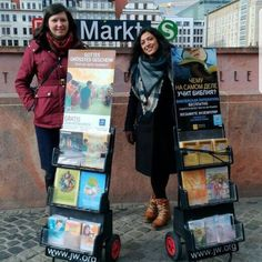 "3,400 Gostos, 16 Comentários - @jw_pioneers no Instagram: ""Cart witnessing in Germany. Shared by @miriam_naser"""