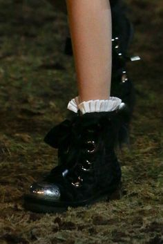 Alexander McQueen Fall 2014 Ready-to-Wear - Details - Gallery - Style.com