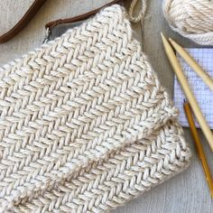 I've knit a beautiful herringbone stitch in the past, but was excited to find a simpler method! You can also find an easy bag pattern (here) This purse is made with a gorgeous knitting pattern that isn't terribly difficult, the horizontal herringbone kni Knitting Stitches, Knitting Needles, Knitting Patterns Free, Stitch Patterns, Crochet Patterns, Bag Patterns, Free Knitting, Crochet Clutch Pattern, Sewing Patterns