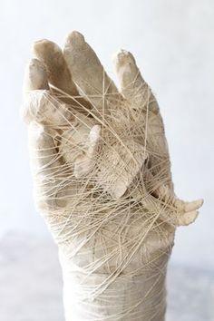 by Maria Muñoz Plaster Sculpture, Textile Sculpture, Textile Fiber Art, Art Sculpture, Textile Artists, Kintsugi, Inspiration Artistique, Art Brut, Paperclay