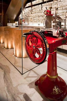 A half-dozen more helpers are busy manning the antique Berkel slicers, which are far superior to the modern electric slicers that transfer heat to the meat.