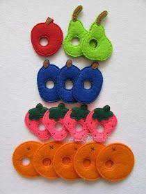 Materiali poveri per giochi ricchi: Tutti i bruchi diventano farlalle Sock Crafts, Baby Crafts, Toddler Crafts, Felt Crafts, Toddler Activities, Knitting Toys Easy, Felt Kids, Very Hungry Caterpillar, Crochet Art