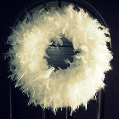 1 styrofam wreath blank + 4 white feather boas +1 dollar store bird = 1 beautiful Winter/Spring wreath.