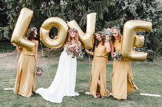 LOVE Ballons in gold, Folienballons, Bridesmaid, Maid of Honor, Trauzeugin, Hochzeit, Gruppenfoto