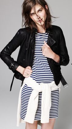 Navy and white striped cotton dress, black leather jacket, white cable sweater. Wear with sneakers for an edgy spring look. Look 2017, Street Style Outfits, Style Casual, Smart Casual, Casual Chic, Winter Mode, Mode Inspiration, Look Fashion, Her Style