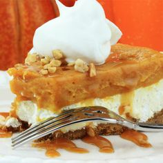 The description alone on this double layer pumpkin pie with ginger graham crust makes it sound good enough to want to make it! Double Layer Pumpkin Pie with Ginger Graham Crust Recipe from Grandmothers Kitchen. Pumpkin Cheesecake Recipes, Pumpkin Recipes, Fall Recipes, Holiday Recipes, Just Desserts, Delicious Desserts, Dessert Recipes, Yummy Food, Dessert Ideas
