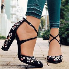 Jaw Dropping Ideas: Workout Shoes Quotes Running shoes for flat feet. Workout Sho shoes Jaw Dropping Ideas: Workout Shoes Quotes Running shoes for flat feet. Wedge Shoes, Women's Shoes, Shoe Boots, 70s Shoes, Golf Shoes, Converse Shoes, Sports Shoes, Cute Shoes Flats, White Converse