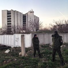 Alex Furman posted a photo on Tumblr. 18 березня 2014 Crimean self-defense stands line not letting journalists to see what's happening at a Ukrainian military base in Simferopol, Crimea, March 18, 2014. #photojournalism #iphoneography #mobilephotography...