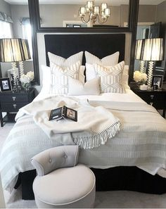 Best Ideas For Home Decor Bedroom Decor Ideas - What is the most romantic color for a bedroom? Bedroom Decor Ideas - What color should I not paint my bedroom? Small Room Bedroom, Dream Bedroom, Bed Room, Luxury Master Bedroom, Bedding Master Bedroom, Pretty Bedroom, Master Bedrooms, Master Suite, Bedroom Inspo