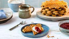 Kanelknuter Fra Bakeriet I Lom - Oppskrift fra TINE Kjøkken Places To Eat, Waffles, Tin, Diy And Crafts, Deserts, Brunch, Food And Drink, Yummy Food, Breakfast