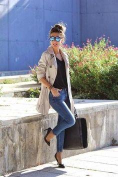 Women's Beige Trenchcoat, Black V-neck T-shirt, Blue Skinny Jeans, Black Leather Pumps