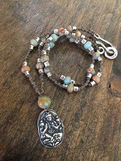 Buddha collar plata mano anudada rústico por TwoSilverSisters