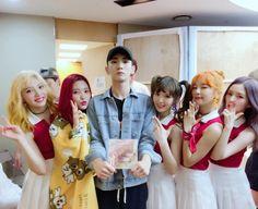 Red Velvet with Shinee's Key South Korean Girls, Korean Girl Groups, Key Instagram, Exo And Red Velvet, Shinee Members, Shinee Albums, Red Valvet, Hello To Myself, Kpop Guys