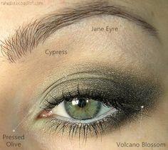Beautiful eye shaddow for green eyes.