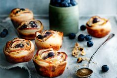 appel-honingtaartjes met bessen Tasty, Yummy Food, Sweet Pie, Mini Pies, High Tea, No Bake Cake, Sweet Recipes, Baking Recipes, Foodies