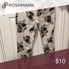Jeans Floral print--b&w American Eagle Outfitters Jeans Skinny