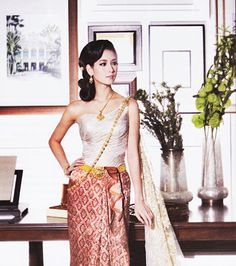 traditional thailand wedding dress facts