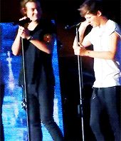 "GIF Harry saying ""i love you"" and Louis spanking him. I LOVE this. This so cute!"