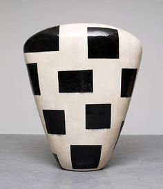 Jun Kaneko is a Japanese ceramic artist living in Omaha, Nebraska, in the United States. His works in clay explore in the effects of repeated abstract surface motifs. Japanese Ceramics, Japanese Pottery, Modern Ceramics, Contemporary Ceramics, Ceramics Ideas, Polymer Beads, Clay Vase, Ceramic Techniques, Ceramic Pottery
