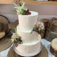 tarta paleteada blanca con hortensia y uvas Cupcakes, Desserts, Food, Fondant Cakes, Lolly Cake, Candy Stations, Tailgate Desserts, Cupcake Cakes, Deserts