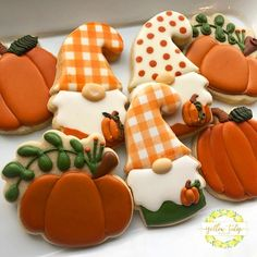 Such a fun fall class today! Im collecting photos and will post more pics from Cookie 201 shortly but in the meantime. Crazy Cookies, Cut Out Cookies, Iced Cookies, Royal Icing Cookies, How To Make Cookies, Sugar Cookies, Fall Festival Food, Fall Decorated Cookies, Decorator Frosting