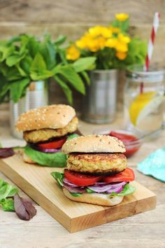 Home Nurse Nessa Robins shares her favourite food-to-fuel recipes: turkey burgers and cashew and coconut energy bars. Turkey Burgers, Salmon Burgers, Energy Bars, Robins, Country Living, Irish, Coconut, Favorite Recipes, Chicken