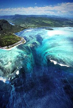 Underwater waterfall in Mauritius (off Madagascar - Off SE Africa