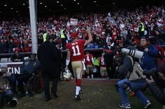 San Francisco 49ers quarterback Alex Smith waves to the fans as he leaves the field after the team's 27-13 victory over the visiting Arizona Cardinals. Photo: Stephen Lam, Special To The Chronicle / SF