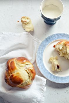 Hahó húsvét! 1.: Aszalt gyümölcsös minikalács - édesem Bakery, Sweet Treats, Sweets, Recipes, Breads, Food, Drink, Products, Bread Rolls