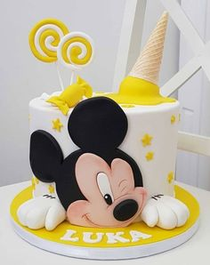 daisy_cake__ Ozel gunlerinizi e emanet edin, Siz isteyin biz yaradaq💜 If you want incredible and tasty cake or any organization say us, we made u dear❤️❤️❤️ Gateau Theme Mickey, Mickey Mouse Torte, Mickey And Minnie Cake, Bolo Mickey, Minnie Mouse Birthday Cakes, Mickey Cakes, Mickey Birthday, Birthday Cake Disney, Baby Boy Birthday Cake