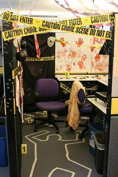 Celebrating Halloween at the office is a party that every employee can participate in. Read our great list of office Halloween ideas that help boost morale. Halloween Cubicle, Casa Halloween, Theme Halloween, Holidays Halloween, Halloween Crafts, Happy Halloween, Office Halloween Themes, Google Halloween, Fox Halloween