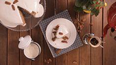 Receita com instruções em vídeo: Que tal esse delicioso bolo camafeu servido com uma xícara de café no fim do dia?  Ingredientes: 1 xícara de leite, 6 claras de ovos, 150g de manteiga, 1 ¾ de xícara de açúcar, 200g de nozes trituradas, 2 ¼ xícaras de farinha de trigo, 1 colher de chá de essência de baunilha, 4 colheres de chá de fermento químico, 2 latas de leite condensado, 50g de manteiga, 100g de creme de leite, 3 claras, 500g de açucar de confeiteiro peneirado, 1 colher de sopa de suco…
