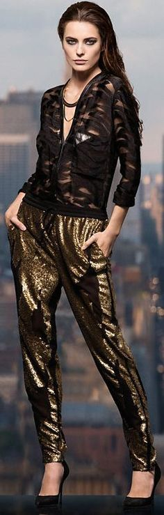 Holiday Party Look High Fashion, Winter Fashion, Holiday Fashion, Women's Fashion, Fashion Pants, Fashion Outfits, Leder Outfits, Bronze, Classy Chic