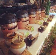 Precious Tips for Outdoor Gardens In general, almost half of the houses in the world… Indian Catering, Bar Catering, Catering Display, Party Food Bars, Party Food Platters, Rustic Food Display, Wedding Buffet Food, Party Buffet, Wedding Table