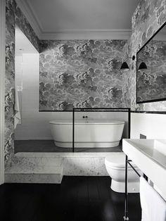 Salle de bains aux murs design original et unique