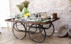 Recycle deco – DIY by recycling bicycle wheels In today's times, you can create endless things by recycling all kinds of objects, from tires, pallets or CDs. Bicycle Decor, Old Bicycle, Bicycle Wheel, Bicycle Art, Old Bikes, Bicycle Crafts, Bicycle Design, Upcycled Furniture, Diy Furniture