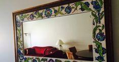 çini ayna çalışması... Glazed Tiles, Turkish Tiles, Newspaper Crafts, Mirror Tiles, Border Design, Furniture Decor, Decoration, Kitchen Decor, Porcelain