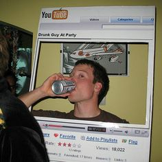 """""""Youtube"""" Costume - I didnt want to pin this cause I wanna do it, but I just HAD to share. So clever and simple!"""