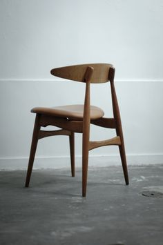Wegner Chair visit Sumally, a social network that gathers together all the wanted things in the world! Wegner items too! Refurbished Furniture, Modern Furniture, Furniture Design, Dinning Chairs, Old Chairs, Hans Wegner, Vintage Design, Chair Design, Home Decor