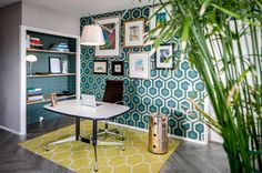 The post Rotterdam city apartment appeared first on HOOG.design - Exclusive living inspiration in the United Kingdom. Hexagon Wallpaper, Cole And Son, Rotterdam, Other Rooms, Home Look, Cool Designs, Contemporary, Interior Design, Table