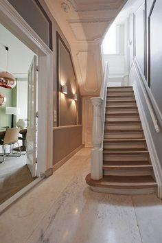 Complete renovation and furnishing mansion Villa Interior, Interior Design Living Room, Stairs To Heaven, Look Wallpaper, Painted Staircases, Stair Gallery, Flur Design, Hallway Designs, Entry Foyer