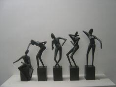 """""""In Harmony I-V"""": bronzen beelden van de Vlaamse kunstenaar Guy Buseyne."""