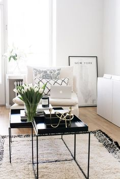 Black and White Living Room Idea 47