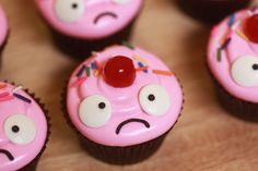 Bittersweet Lulu's Cupcakes from League of Legends to make for Jordan? Yummy Cupcakes, Cupcake Cookies, Rosanna Pansino Nerdy Nummies, League Of Legends, Yummy Treats, Sweet Treats, Cute Food, Cake Creations, Creative Food