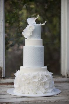 Chanel inspired cake. @Celebstylewed.