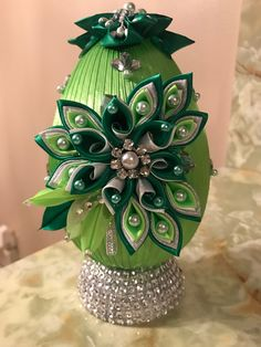 Ribbon Art, Diy Ribbon, Diy Wedding Decorations, Christmas Decorations, Kalash Decoration, Christmas Cover, Fabric Ornaments, Arts And Crafts, Diy Crafts