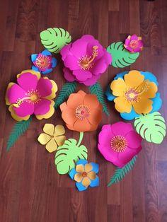 Moana Paper Wall Flowers 8 flower set with leaves, Christmas Wall flowers Molde de rosas hawui Moana Birthday Party, Hawaiian Birthday, Luau Party, Giant Paper Flowers, Pastel Flowers, Flower Paper, Diy Flowers, Wedding Flowers, Diy And Crafts