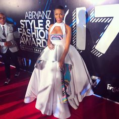 Award Show: Nhlanhla Nciza at Abryanz Style & Fashion Awards 2017 African Fashion Traditional, African Traditional Wedding Dress, Traditional Outfits, African Print Dress Designs, African Print Fashion, African Fashion Dresses, African Wedding Attire, African Attire, African Dress