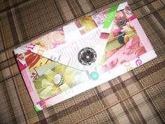 what a cute idea! Would be good for a coupon holder too *tutorial*