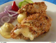 Čevabčiči plněné sýrem: Mleté maso smícháme se všemi surovinami. Sýr nakrájíme na hranolky. Mokrýma rukama tvoříme válečky a do každého zabalíme hranolek sýru. Smažíme... Mince Recipes, Pork Recipes, Cooking Recipes, Czech Recipes, Ethnic Recipes, Mince Dishes, Minced Meat Recipe, Ground Meat Recipes, Salty Foods